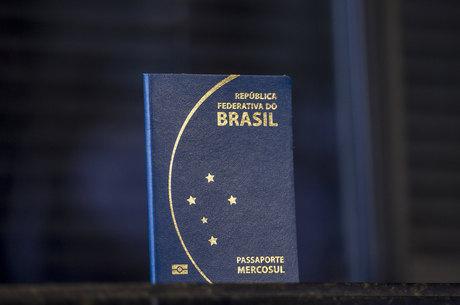 Passaporte brasileiro usado desde 2015